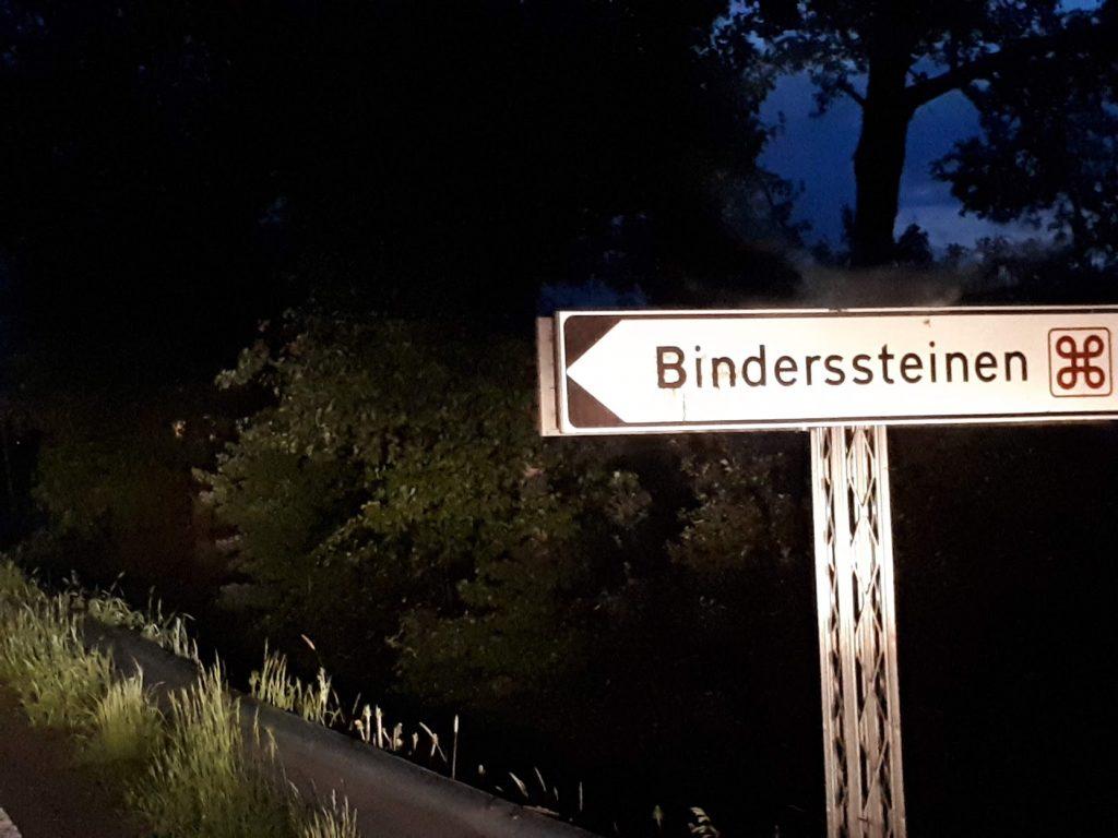 Binderssteinen ved Lierfossbrua på vei mot Holmenbyen