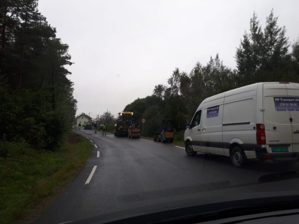 Trafikk-kaos i Holmenbyen på mårran i dag.